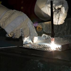 Aluminium és egyéb fémek, műanyagok javítása, fényezése